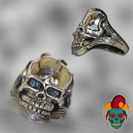 Blue Eyed Smiling Skull Silver Ring