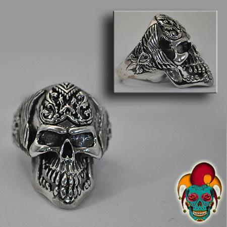 Grinding Skull Silver Ring